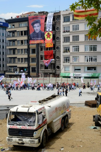 In addition to setting up the barricades, protestors also took down the walls separating the square from the major construction taking place around it. I must say, I like what they've done with the place.