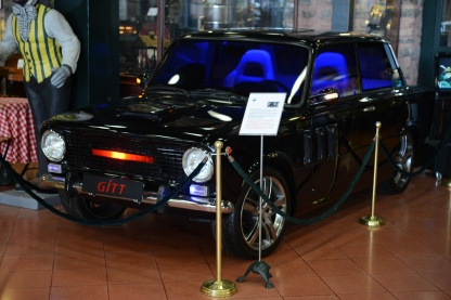 Were you aware that there was a Turkish version of Knight Rider? This is GITT, which stands for Guzel Insan Taşıma Taşıtı, which, in English, translates to Beautiful People Transport Vehicle.